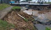 Um temporal deixou ruas e casas alagadas, na madrugada desta terça-feira (19), em Peruíbe, no litoral paulista.  - Continue lendo