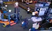 A Polícia Civil prendeu, na madrugada de hoje (22), mais um envolvido no roubo de mais de 700 quilos de ouro no Aeroporto de Guarulhos ocorrido no final de julho.  - Continue lendo