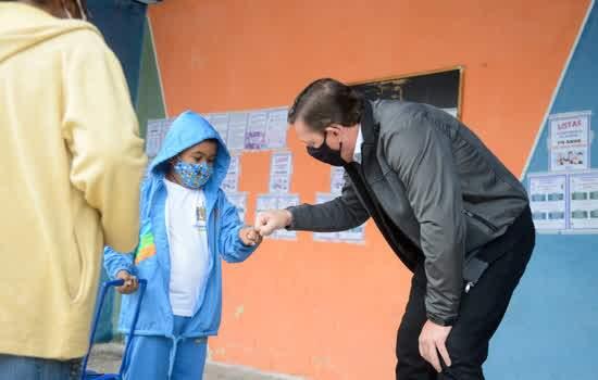 Prefeito Orlando Morando acompanhou primeiro dia de atividades na EMEB Padre Fiorente Elena, na Pauliceia