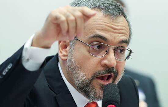 UNE move ação contra Weintraub por ofensas à entidade